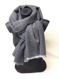 Sciarpa melange in lana, lana vergine e seta. Wool, new wool and silk melange scarf. www.millenium-srl.it