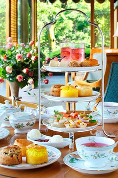 Tea time - lovely English High Tea, Vegan Teas, Afternoon Tea Parties, Tea Art, My Cup Of Tea, Recipes From Heaven, Tea Service, Tea Cakes, Food Design