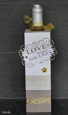 http://sietskeshobbys.blogspot.nl/2015/08/cadeau-verpakking-fles-wijn.html