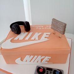 Shoe Box Cake, Nike Shoes, Cakes, Sneakers, Nike Tennis, Tennis Sneakers, Sneaker, Women's Sneakers, Pastries