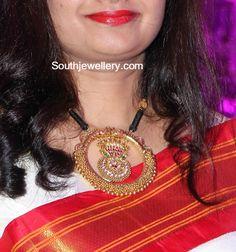Black Dori Necklace with Huge Pendant photo Antique Jewellery Designs, Indian Jewellery Design, Jewelry Design, Latest Jewellery, Indian Wedding Jewelry, Indian Jewelry, Bridal Jewellery, Gold Mangalsutra Designs, Thread Jewellery