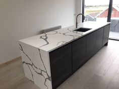 Kitchen of the week… Located in Pevensey Bay, Pevensey, showcasing the Calacutta Veyron - Rock and Co Granite Ltd Kitchen Units, Calacatta, Beautiful Kitchens, Granite, Color Schemes, Cabinet, Storage, Furniture, Home Decor
