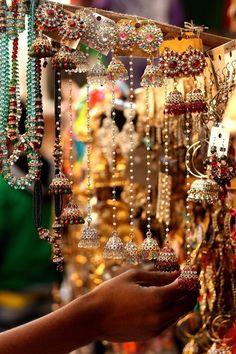 Best Bridal Jewelry Market Across India (Budget friendly) - SetMyWed Indian Wedding Fashion, Indian Fashion, Women's Fashion, Henri Matisse, Mehndi, Henna, Indian Aesthetic, Amazing India, India Colors