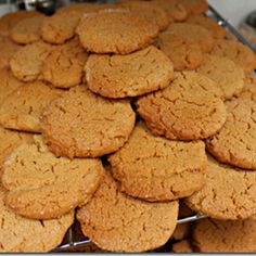 These flourless gluten free cookies have only four ingredients and are a breeze to put together. Toaster Oven Cooking, Convection Oven Recipes, Toaster Oven Recipes, Toaster Ovens, Convection Cooking, Easy Peanut Butter Cookies, Gluten Free Cookies, Gluten Free Baking, Nutella