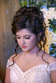 Light Makeup Looks Bridal Hairstyle Indian Wedding, Bridal Hair Buns, Bridal Hairdo, Indian Bridal Hairstyles, Bride Hairstyles, Hairdo Wedding, Beautiful Girl Photo, Beautiful Girl Indian, Most Beautiful Indian Actress