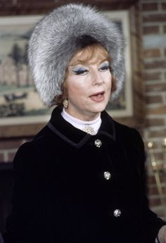 Agnes Moorehead and her wonderful hat