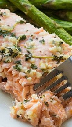 Baked Honey Salmon with Thyme and Garlic Healthy Salmon Recipes, Fish Recipes, Seafood Recipes, Great Recipes, Cooking Recipes, How To Cook Fish, Fish Dinner, Baked Fish, Seafood Dishes