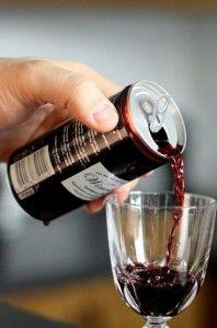 Composants : Le contenant : Le contenant de 33cl de vin est en aluminium pour éviter toute corrosion et garder toutes les saveurs. Sur le plan écologique le contenant peut être critiqué. / Le décor : Afin de garder l'image d'un produit traditionnel et de qualité, les couleurs sombres sont de rigueurs ainsi que l'écriture très classique. Les pastilles rappelant le prestige du contenu sont également présentes afin de certifier au consommateur la qualité du produit.