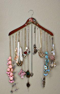 make clothes hanger into necklace hanger - Schmuck Selber Machen Diy Jewelry Holder, Jewelry Hanger, Jewelry Tray, Jewelry Armoire, Jewellery Storage, Jewellery Display, Jewelry Pouches, Jewelry Cabinet, Unique Jewelry