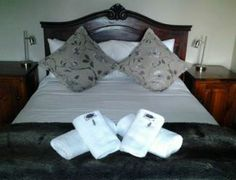 Herehuis Family Stable Unit 6 Beaufort West, Stables, Bed Pillows, Pillow Cases, The Unit, Furniture, Home Decor, Pillows, Decoration Home