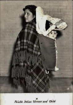 Native American Pictures, Native American Women, Native American Indians, American History, Tribal Women, Historical Pictures, Mother And Child, First Nations, Baby Wearing
