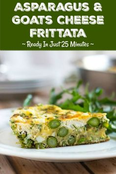 Ready in less than 30 minutes, this asparagus and goat cheese frittata is the perfect solution for a quick meal at the end of a busy day. It is delicious either hot or cold, so can also be made ahead. Healthy Breakfast Recipes, Brunch Recipes, Healthy Recipes, Brunch Dishes, Easter Recipes, Asparagus Frittata, Asparagus Recipe, Side Salad, Goat Cheese