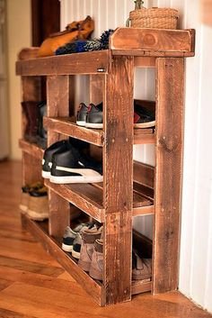 The Best DIY Pallet Shoe Rack Ideas - Ideas With Pallets. Pallet Wood Made Shoe Racks Pallet Furniture Projects. Home Design Ideas Pallet Furniture Shoe Rack, Wood Shoe Rack, Diy Shoe Rack, Furniture Projects, Diy Furniture, Shoe Racks, Shoe Rack Out Of Pallets, Rustic Shoe Rack, Wooden Pallet Projects