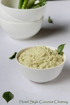 hotel style Hotel Style Coconut Chutney Recipe with step by step instructions! This hotel style coconut chutney just kind of melts in the mouth. Vegan Indian Recipes, Coconut Recipes, Sabudana Vada, Coconut Chutney, Vegan Sauces, Desi Food, Chapati, South Indian Food, Chutney Recipes