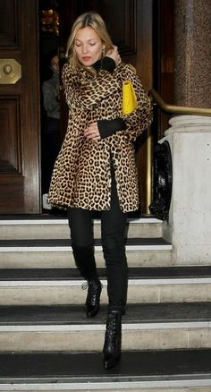 Kate Moss's yellow clutch pops against her leopard coat & black skinnies