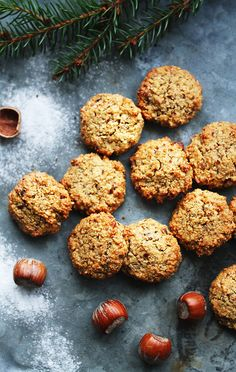 Nötkakor som är enkla att svänga ihop! Perfekta kakorna att bjuda på till julfikat ♥  Nötkakor ca 13 stycken 1 1/2 dl Hasselnötter 1 dl Mandelmjöl 1 tsk Potatismjöl 1 krm Äkta...