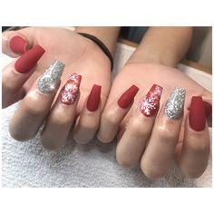 #Christmasnails #rednails #coffinnails #snowflake Instagram @shuey_cortez