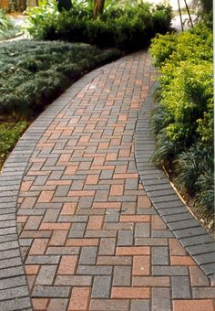 Steal these cheap and easy landscaping ideas for a beautiful backyard. Get our best landscaping ideas for your backyard and front yard, including landscaping design, garden ideas, flowers, and garden design. Paver Walkway, Concrete Walkway, Walkways, Diy Paver, Paver Sand, Paver Edging, Driveways, Stone Patio Designs, Walkway Designs