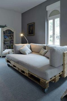 Looks comfy! Made from pallets