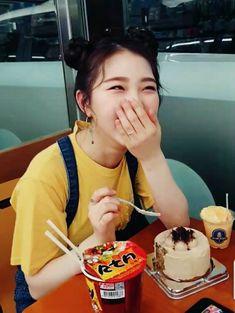 cutie cake ♡ yeojin Kpop Girl Groups, Korean Girl Groups, Kpop Girls, I Love Girls, Pretty Girls, Pretty Baby, Selfies, Olivia Hye, Ulzzang Girl