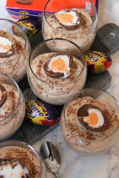 Chocolate Easter Cake, Chocolate Mousse Recipe, Chocolate Cakes, Delicious Desserts, Dessert Recipes, Yummy Food, Slimming World Desserts, Janes Patisserie, Creme Eggs