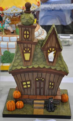 Cute Halloween House cake