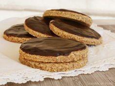 Galletas integrales con salvado de trigo y copos de avena y, además, cubiertas de chocolate