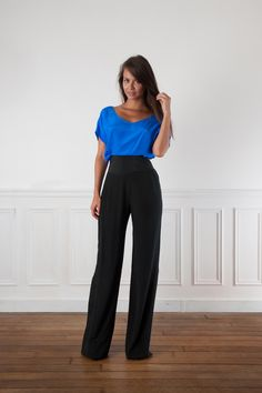 pantalon en soie noir taille haute atelier de couture 1 Abaya Fashion, Fashion Outfits, Couture, Abaya Mode, Summer Suits, Work Looks, Fall Winter Outfits, Office Wear, Boutique