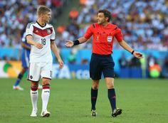 Der italienische Schiedsrichter Nicola Rizzoli ließ viele Szenen laufen, daran änderten auch die Beschwerden von Toni Kroos nicht.