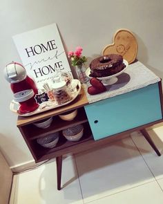 For those who desire a cappuccino, chai tea drink, or rich caramel latte within a cozy surroundings, look no further in coffee houses. Coffee Corner Kitchen, Coffee Bar Home, Kitchen Dinning, Kitchen Decor, Modern Kitchen Cabinets, Kitchen Cabinet Colors, Cafe Bar, Café Retro, Best Kitchen Colors