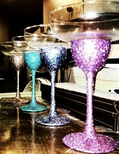 For girls' night in! These would be cool for J's PAR partys Diy Wine Glasses, Glitter Glasses, Painted Wine Glasses, Wine Glass Crafts, Margarita Glasses, 21st Birthday, Birthday Ideas, Partys, Crafts To Do