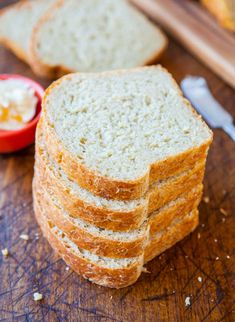 Better than Wonder Bread. Soft and Fluffy Sandwich Bread // other links to her other bread recipes that look Awesome! Homemade Sandwich Bread, Homemade White Bread, Sandwich Bread Recipes, Homemade Rolls, Homemade Breads, Ma Baker, Our Daily Bread, Vegan Bread, Dinner Rolls