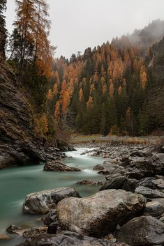 River Inn by André Miranda / Beautiful Scenery, Beautiful Landscapes, Beautiful Places, Beautiful Pictures, Autumn Photography, Macro Photography, Chinook Pass, What Makes America Great, Amazing Pics