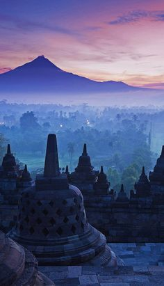 Love the view of sunrise from the top of Borobudur Temple. One of the highlights of Yogyakarta, accessible via Manohara.