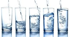 What's the difference between distilled water, spring water and purified water? Need a breakdown of bottled water facts? Find out what's in different types of water, what isn't, Vida Natural, Salud Natural, Natural Skin, Natural Health, Rheumatische Arthritis, Water Retention Remedies, Benefits Of Drinking Water, Water Benefits