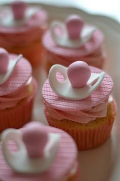 5 Fun and Creative Baby Shower Cupcakes What's an item that you always think of when it comes to babies? The pacifier! Make pacifiers out of fondant for your cupcakes, and they'll become adorable treats. Baby Cakes, Baby Shower Cakes, Cakes For Baby Showers, Baby Shower Recipes, Baby Shower Buffet, Baby Cupcake, Baby Shower Cupcakes For Girls, Fondant Baby, Baby Shower Cupcakes Neutral