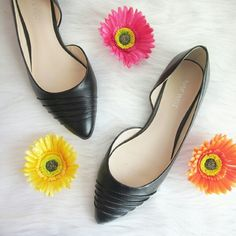 CLOSET SALE Nine West pointed toe flats Excellent condition !! No notable flaws. Minimalist chic and appropriate all year! Great wardrobe staple!  Bundle for best deals! Hundreds of items available for discounted bundles! You can get lots of items for a low price and one shipping fee!  Follow on IG: @the.junk.drawer Nine West Shoes Flats & Loafers