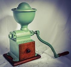 Antique PEUGEOT FRERES Coffee Grinder Cast iron Heavy Mill Moulin a Cafe Koffiemolen Kaffeemuehle Molinillo caffe Macinacaffe