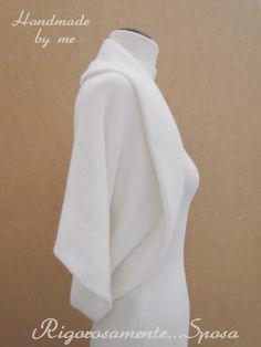 Mi sono lasciata ispirare da una lana morbidissima per realizzare un coprispalle per le spose d'inverno.Caldo e avvolgente ques...