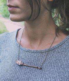 Mira este artículo en mi tienda de Etsy: https://www.etsy.com/listing/249258552/necklace-made-with-a-twiggy-and-little