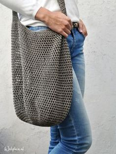 Gratis Häkelanleitung Trendy Shopper Trendy Shopper – Do you need a beach bag for this summer? You can use this shopper as a shopping bag [. Crochet Diy, Bag Crochet, Crochet Market Bag, Crochet Motifs, Crochet Handbags, Crochet Purses, Love Crochet, Crochet Crafts, Crochet Projects