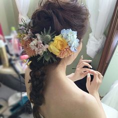 披露パーティの出張ヘアメイクで京都に来ています  今日は生花をオーダー頂き、髪飾りに❤  ぐしゃっとした無造作な質感がポイントです  フォロワーさん、1600になりました✨ありがとうございます!更新頑張ります!  #CityWeddingUMEDA #ブライダルヘアメイク出張 #ブライダルヘアメイク #梅田 #堂島 #ヘアメイクサロン #ヘアアレンジ #生花 #編み込みアレンジ  編み込み #ラプンツェルヘアー #プロノビアス #pronovias #Wedding #髪飾り  #京都 #kyoto #ikariya523