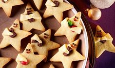 Niedliche Knetteigsterne mit Orangennote Cute kneading dough stars with orange note Christmas Desserts, Christmas Treats, Christmas Baking, Christmas Recipes, Christmas Diy, Cute Cookies, Sugar Cookies, Christmas Cookies, Cinnamon Cookies