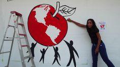Nuestra compañera de IFRC Margarita Griffith en la evaluación de los anvances del nuevo mural