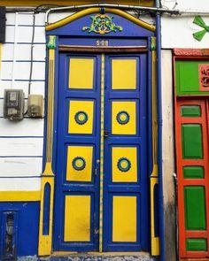 Big door - Salento, Quindío  #Salento #Colombia #puerta #door Big Doors, Diana, Locker Storage, Instagram, Wooden Gates, Log Homes, Roof Tiles, Balconies
