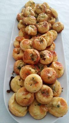 Roquefort petits fours Roquefort - 40 cl vloeibare room. Tapas, Fingers Food, Salty Foods, Snacks, I Foods, Appetizer Recipes, Appetizers, Love Food, Food Porn