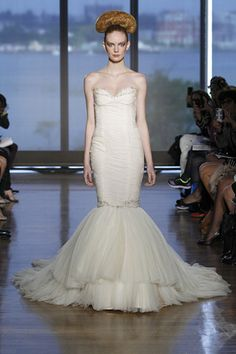 A sweetheart Ines Di Santo trumpet wedding dress. (Photo: Dan Lecca)