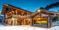 extérieur chalet luxe - Ecosia Chalet Design, Chalet Style, House Design, Jacuzzi, Spa Luxe, Plan Chalet, Location Chalet, Swiss Chalet, Log Homes