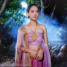 Instagram แต้ว ณฐพร อินสตาแกรม ณฐพร เตมีรักษ์ Thailand Outfit, Thailand Art, Thailand National Costume, Thailand Costume, Thai Wedding Dress, Thai Traditional Dress, Traditional Fashion, Traditional Wedding, Traditional Outfits