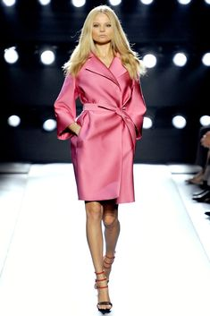 Gianfranco Ferré Spring 2011 Ready-to-Wear Collection Photos - Vogue